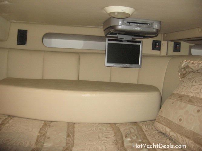 2006 Used Rinker 32 Fiesta Vee Clean & Low hours! $95,500.00